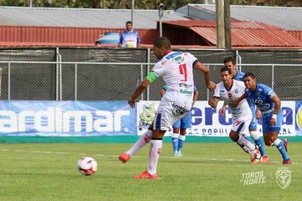 El artillero Alvaro Saborío marcó de penal el empate de San Carlos frente a Jicaral. San Carlos