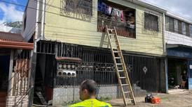 'Nos ayudaron a salir por un balcón; todo se nos quemó', cuenta afectada por incendio en cuartería