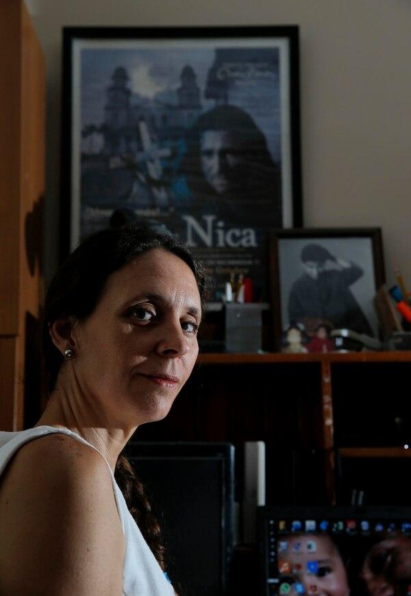 En su casa, Cristina Bruno guarda los recuerdos de 'El Nica'. Ella mantiene viva la compañía La Polea y realiza giras en comunidades para recaudar fondos para causas de bien social. Foto: Mayela López