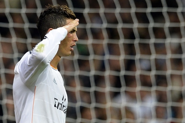 Con un gesto de comandante, Cristiano Ronaldo dedicó sus goles al presidente de la FIFA, Joseph Blatter. | AFP