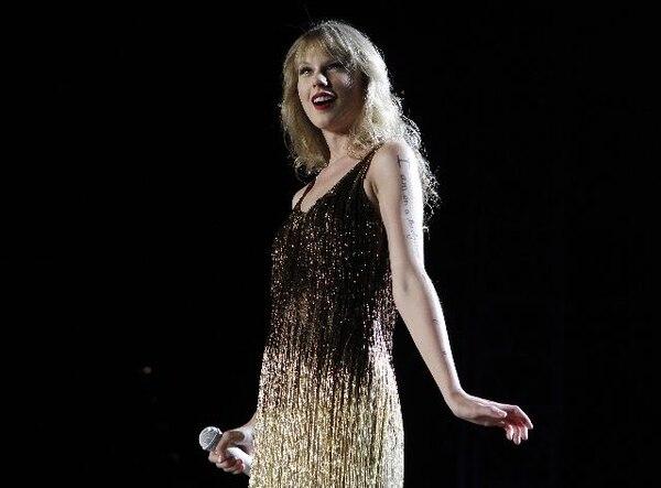 Taylor Swift durante un concierto en Australia, en marzo anterior. AP.Gira.