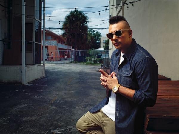 Nuevo aire. Desde que el músico lanzó el disco 'Tomahawk Technique', en el 2012, cambió tanto su música como su porte. Fotografía: Cortesía de Cervecería de Costa Rica.