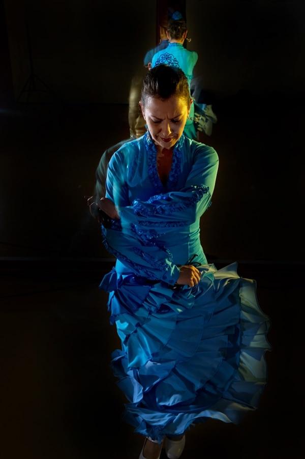 El flamenco es una danza originaria de Andalucía, España.