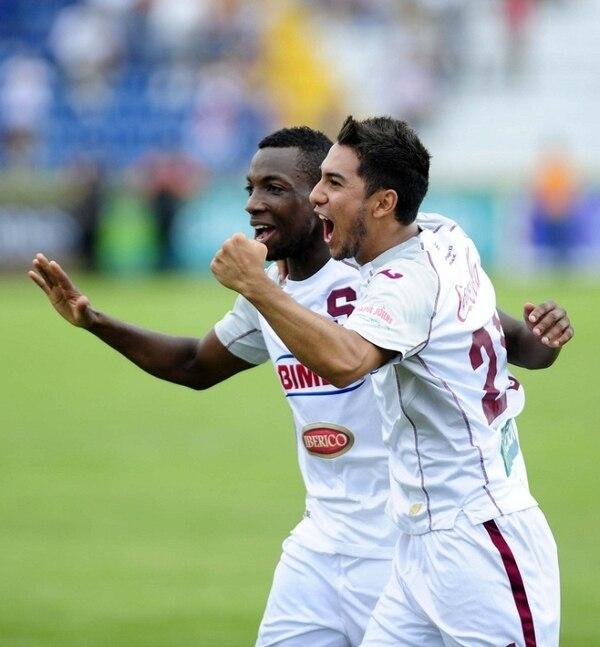 Diego Estrada y Mynor Escoe participaron en el encuentro que se disputó esta mañana en el Estadio Mateo Flores de Guatemala. | ARCHIVO