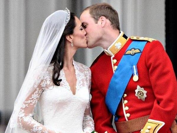 Los duques de Cambridge anunciaron oficialmente que esperan un hijo el lunes. | ARCHIVO