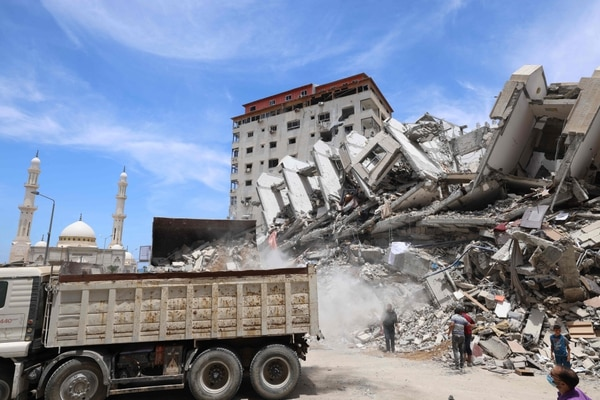 Después de negociar un alto el fuego entre los israelíes y los gobernantes de Gaza del movimiento Hamas que obtuvo la influencia diplomática internacional de Egipto, El Cairo ahora cuenta con un proyecto de reconstrucción de $500 millones para apuntalar su influencia política regional. Foto: AFP