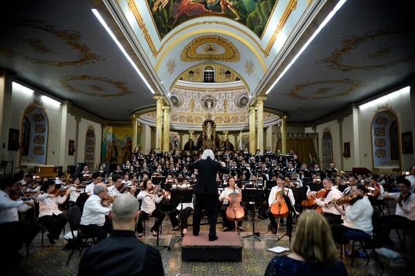 El tejano dirigió a la orquesta en 'Un réquiem alemán', en la Catedral de Alajuela. Foto: Diana Méndez.