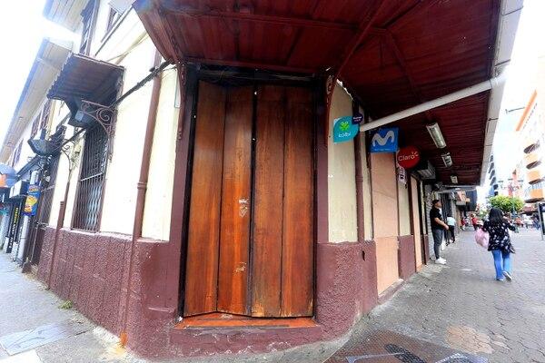 Desde el sábado por la noche, cerró el conocido bar y restaurante josefino. Foto: Rafael Pacheco.