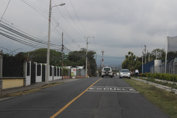 Calle Chile Perro. A la derecha, dos colegios profesionales.