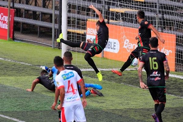 Esta es la acción del gol de Raymond Salas a los 12 minutos en el Colleya Fonseca.