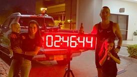 Sebastián Castro corre una maratón alrededor de su casa en 2:46:16 horas y recauda más de $4000