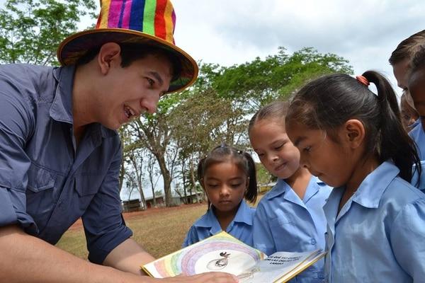La Carretica Cuentera atiende niños de 4 a 6 años: la lectura en ellos es fundamental. | FOTO: ALBERTO BARRANTES PARA LA NACIÓN