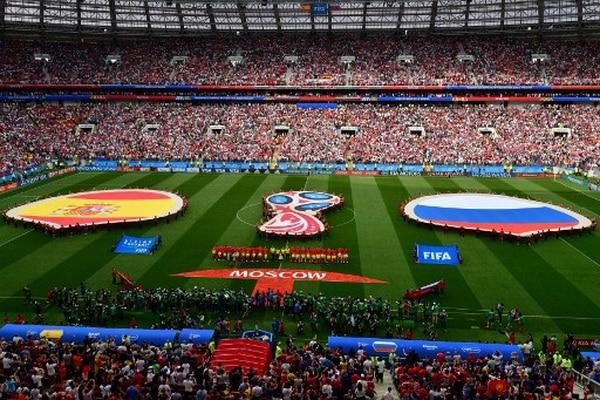 Protocolo. Así se veía el césped del Estadio Luzhniki durante los actos protocolarios, previos al inicio del partido entre España y Rusia. / AFP PHOTO / Mladen ANTONOV /