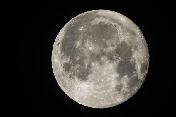Gobiernos y empresas privadas ponen sus ojos nuevamente en la Luna, con el fin de crear en el satélite terrestre los primeros asentamientos humanos. Foto: AFP
