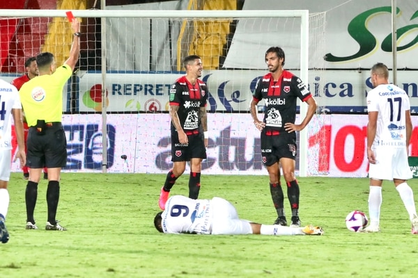 A Bryan Ruiz lo castigaron con dos partidos de suspensión, por la roja directa que recibió el domingo contra Pérez Zeledón. Fotografía: Alonso Tenorio