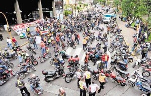 Luego de varias manifestaciones, los motociclistas percibirán un rebajo en su marchamo a partir de hoy. | ARCHIVO.