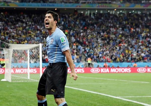 Luis Suárez anotó un doblete en el choque ante Inglaterra en la fase de grupos de Brasil 2014. Uno de los dos juegos que disputó en la cita. | ARCHIVO