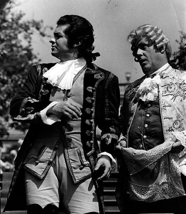 Ugo Benelli (izquierda) y Sesto Bruscantini en el filme de televisión La Cenerentola (1963).