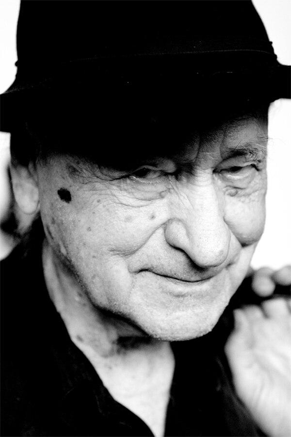 Jonas Mekas también tuvo una trayectoria como poeta muy reconocida en su natal Lituana. Fotografía: Wikicommons para La Nación