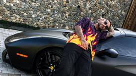 Maluma se compra un Ferrari de $1 millón al mejor estilo de Maradona