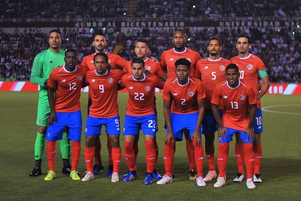 Costa Rica's players pose for pictures before the start of their friendly football match against Peru, at the UNSA's stadium in the Andean city of Arequipa, Peru, on November 20, 2018. (Photo by Diego RAMOS / AFP)