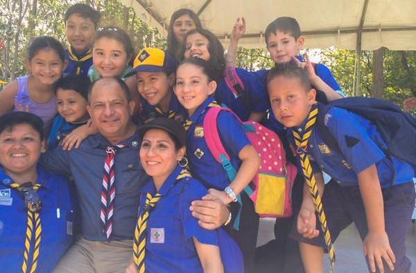 El presidente, Luis Guillermo Solís, celebró cientos de jóvenes este domingo los 100 años de servicios de los guías y scouts en el país.