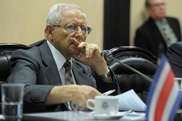 Fallas les dijo a los legisladores que, desde sus curules, tienen la potestad de transformar Costa Rica y añadió que