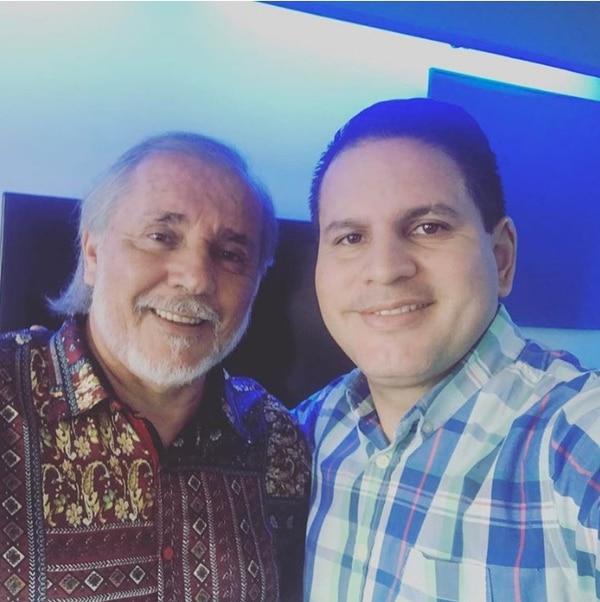 El apóstol Rony Chaves (a la izquierda), a quien el político Fabricio Alvarado reconoce como su padre espiritual.