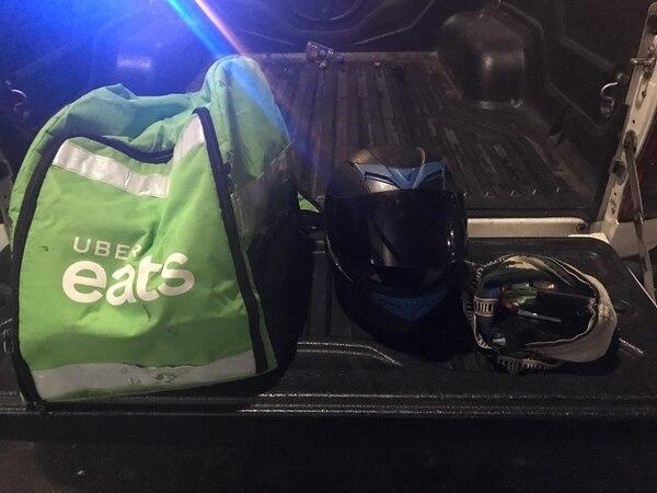 La Fuerza Pública le decomisó al detenido un maletín de transporte de comida, un casco y un bolso. Foto: MSP