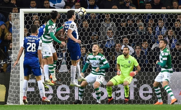 Porto gana el Clásico al Sporting con gran actuación de Héctor Herrera