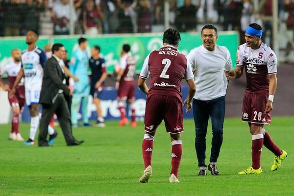 Wálter Centeno celebra el pase a la final con Christian Bolaños y Jairo Arrieta. Foto: Rafael Pacheco