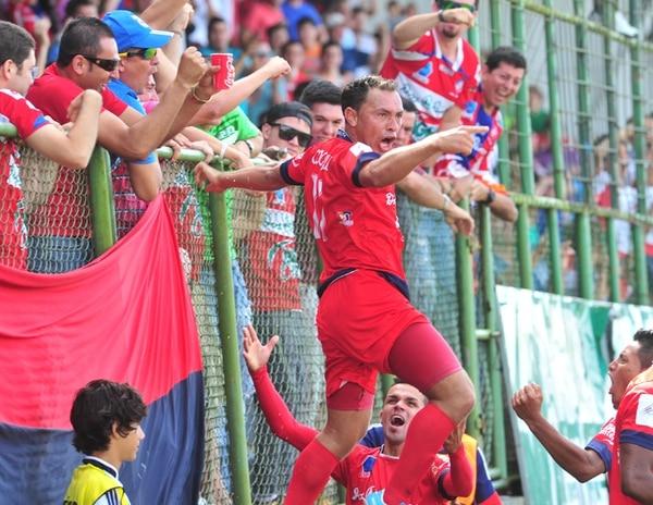 El estadio Carlos Ugalde rugió con la anotación de Luis Gerardo Sibaja, en el empate entre San Carlos y Turrialba 2-2, con el resultado los toros del norte lograron el pase a la final. | JOSÉ RIVERA.