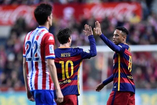 Neymar (der.) es duda para el torneo. Messi sí podría estar. | AP